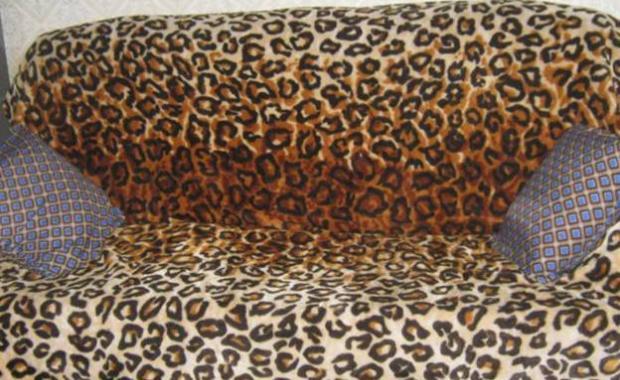 Диван леопардовый в интерьере